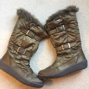 Pajar Women's olive green lined boots! WARM!